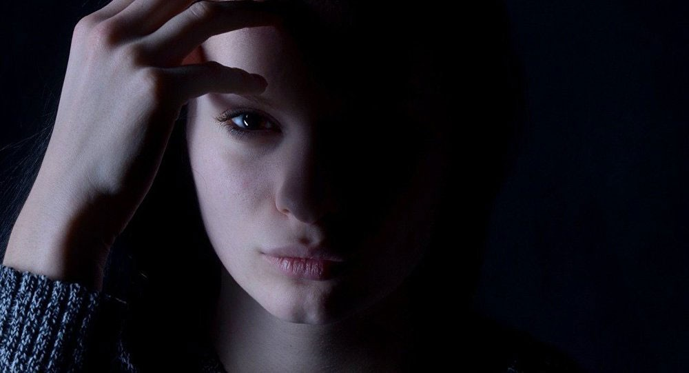 """زيادة فرص إصابة المراهقات بالاكتئاب مرتبط بـ """"السوشيال ميديا"""""""