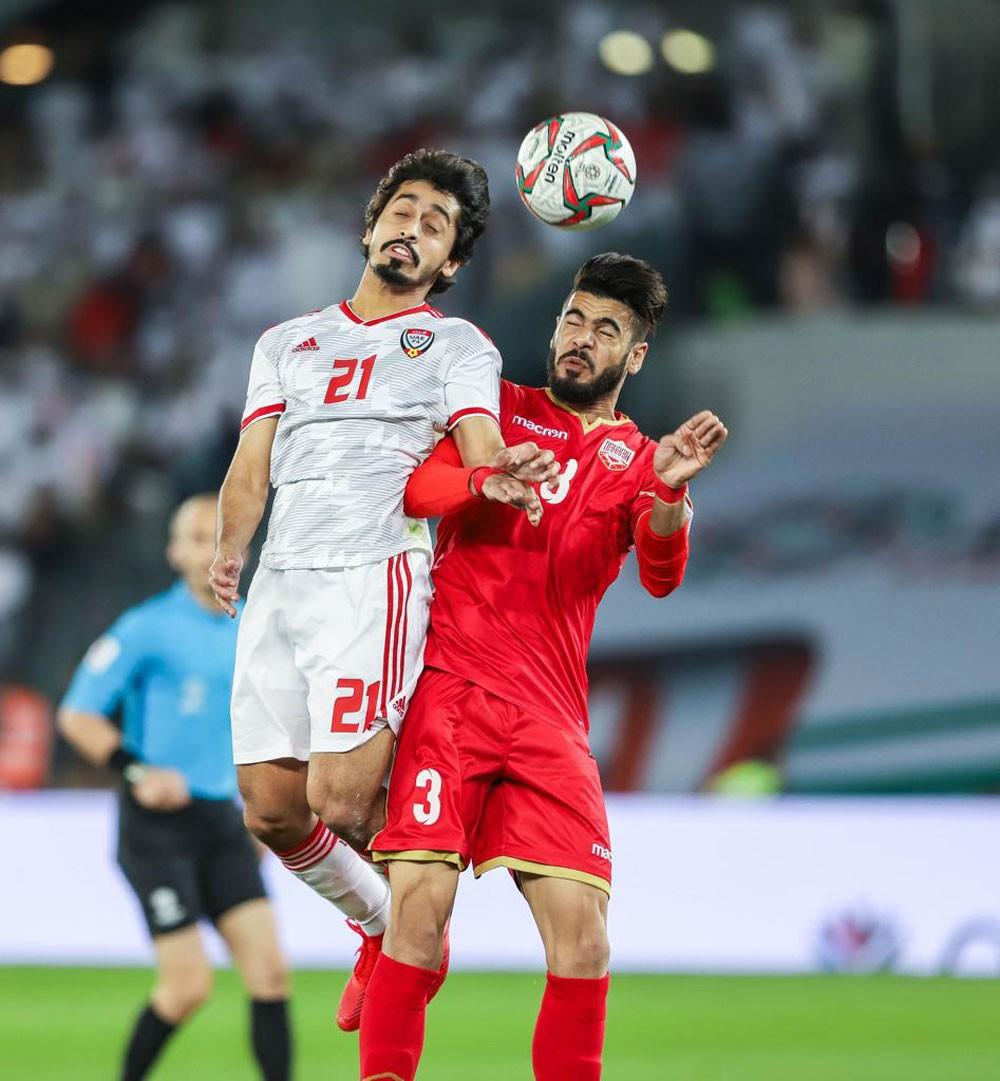 الأحمر والأبيض يتعادلان إيجابيا بهدف في افتتاح كأس آسيا 2019