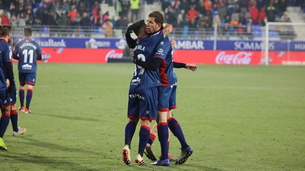 هويسكا يقلب تأخره إلى فوز على ريال بيتيس