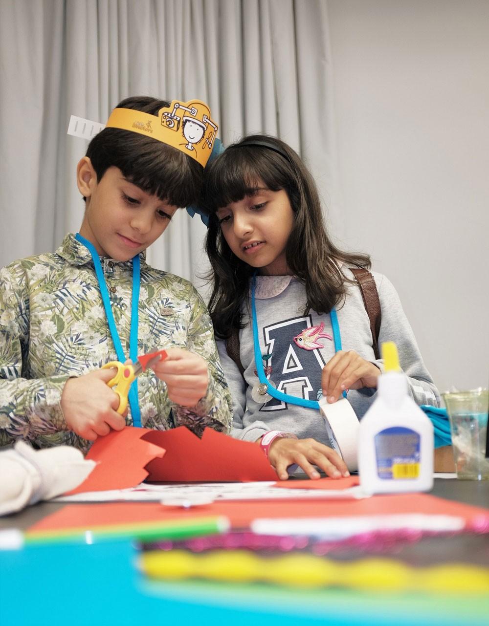 بينالي الشارقة للأطفال يقدّم ورشاً فنيّةً في 7 بلدان عربية وأجنبية