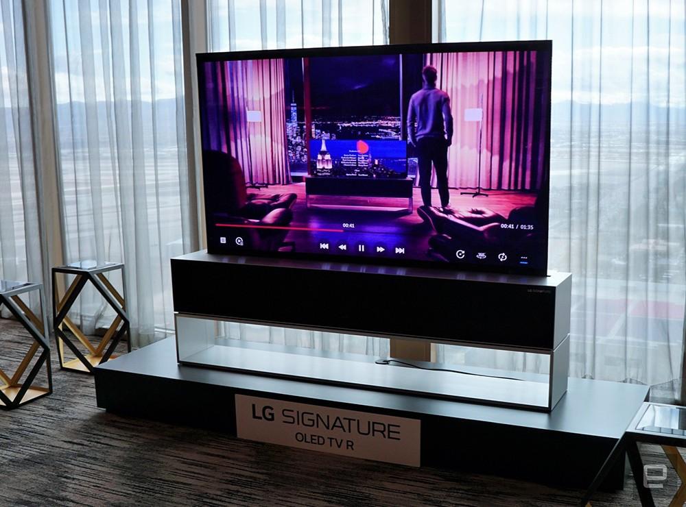 تلفاز LG القابل للطي أصبح حقيقة الآن