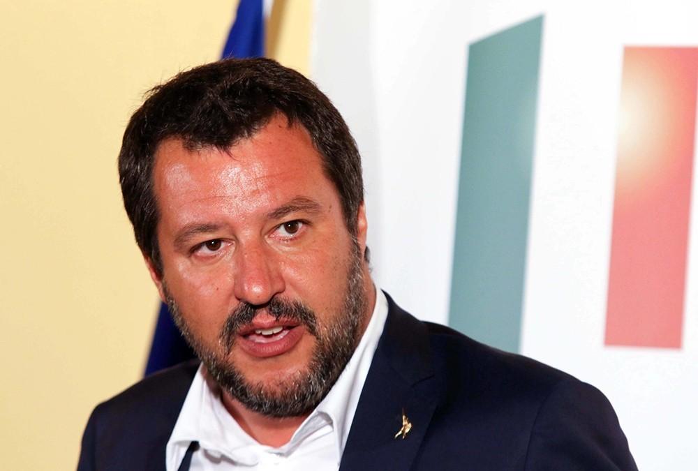 بطولة إيطاليا: وزير الداخلية يعارض إيقاف المباريات بسبب الصيحات العنصرية
