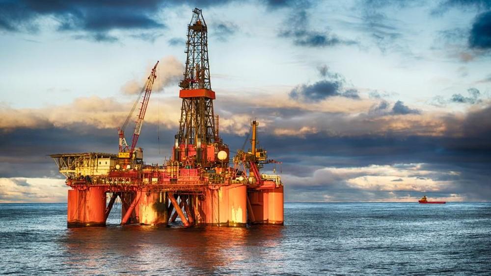 السعودية تتعهد بضمان الاستقرار لسوق النفط والإمدادات