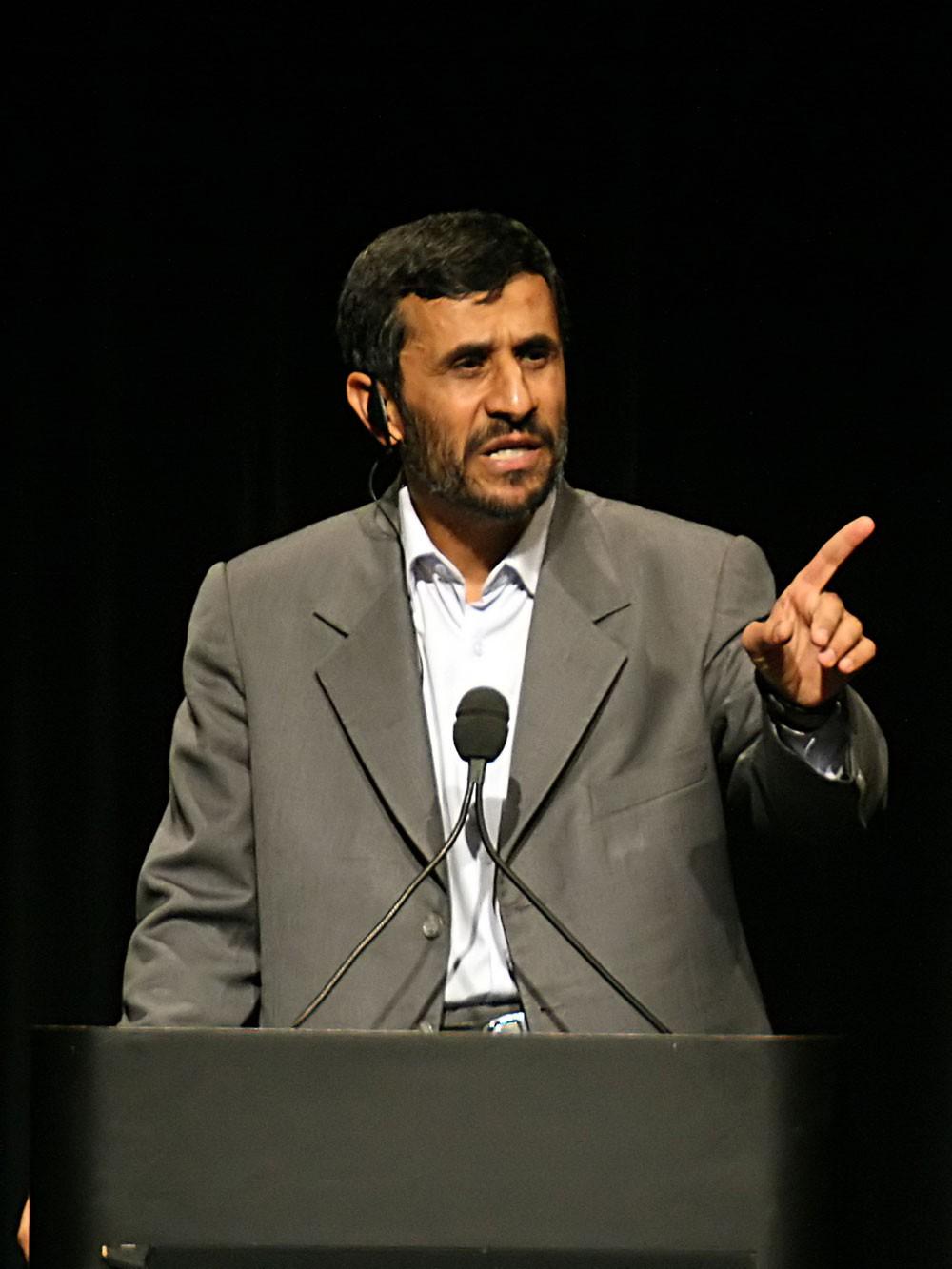 مرة أخرى.. أحمدي نجاد يطالب بمظاهرات معارضة للحكومة