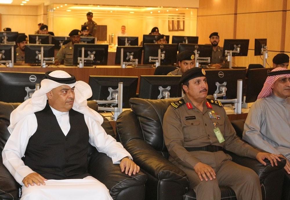 رئيس الأمن العام يزور غرفة عمليات المرور ومركز العمليات بالداخلية السعودية