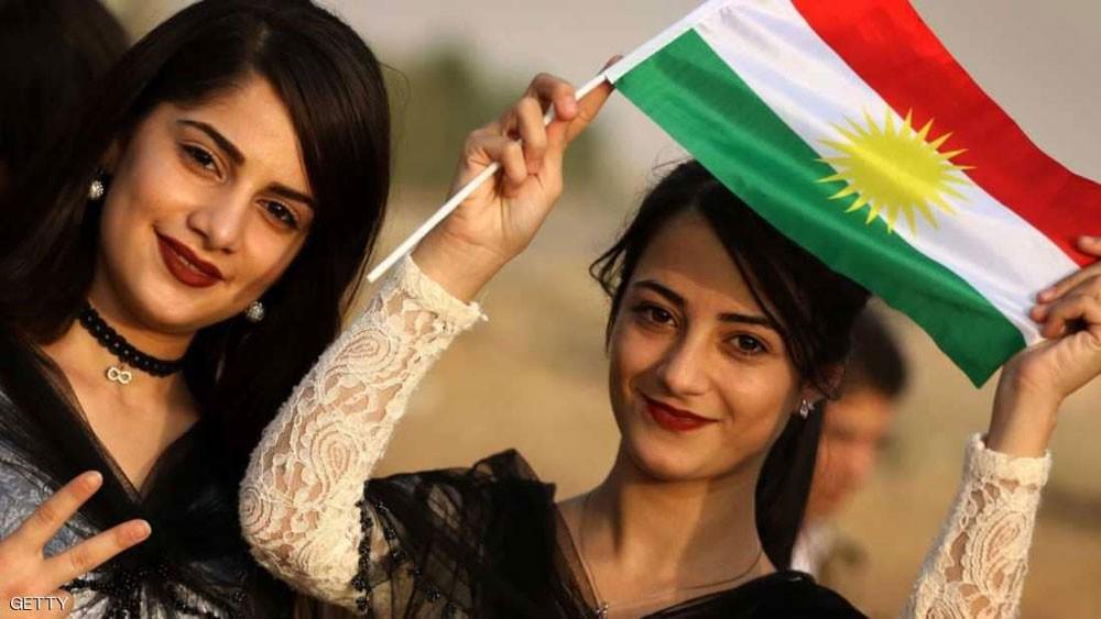 """رغم شكوى بغداد.. أزمة """"العلم الكردي"""" قائمة في كركوك"""