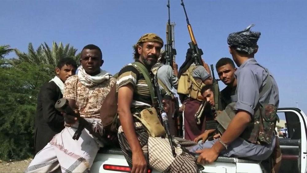 الحديدة.. ميليشيات الحوثي تقصف أحياء سكنية ومواقع للجيش