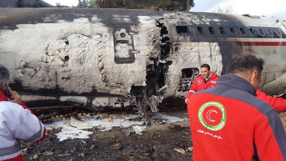 تحطم طائرة شحن عسكرية قرب طهران ومقتل 15 على متنها