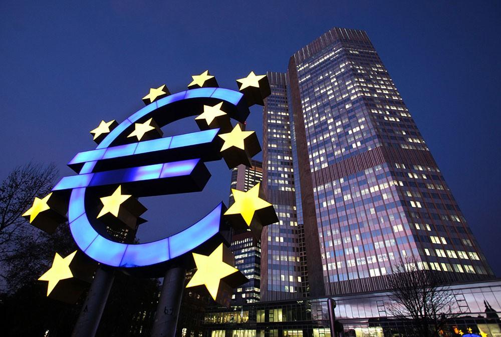 الإنتاج الصناعي بمنطقة اليورو يسجل أكبر هبوط في نحو 3 سنوات
