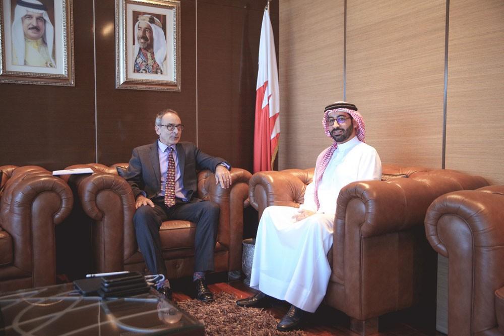 المؤيد يستقبل السفير البريطاني ويؤكد أهمية التعاون الشبابي