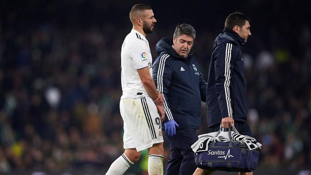 إصابة بنزيمة تجبر ريال مدريد على التفكير بمهاجم جديد