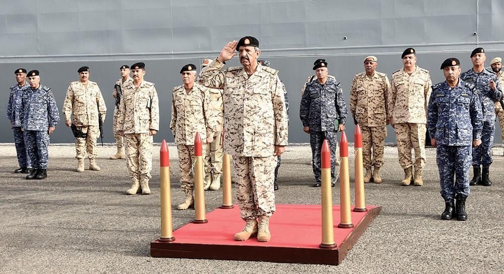 معالي القائد العام لقوة الدفاع يشهد إحدى مراحل التمرين المشترك حمد / 3