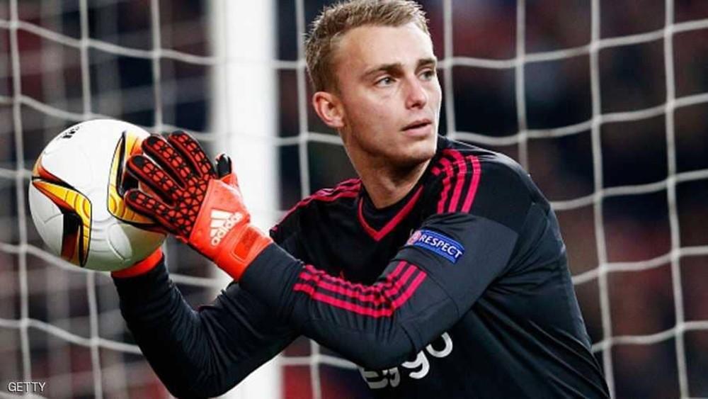 الحارس الهولندي سيليسن يغيب عن برشلونة 6 اسابيع بداعي الإصابة