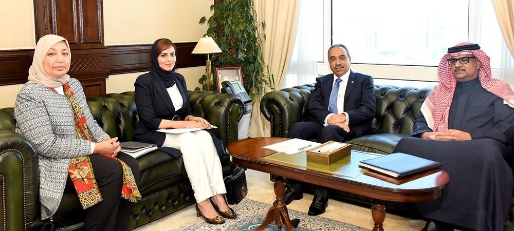 وزير الأشغال يبحث احتياجات سابعة العاصمة مع النائب زينب عبدالأمير