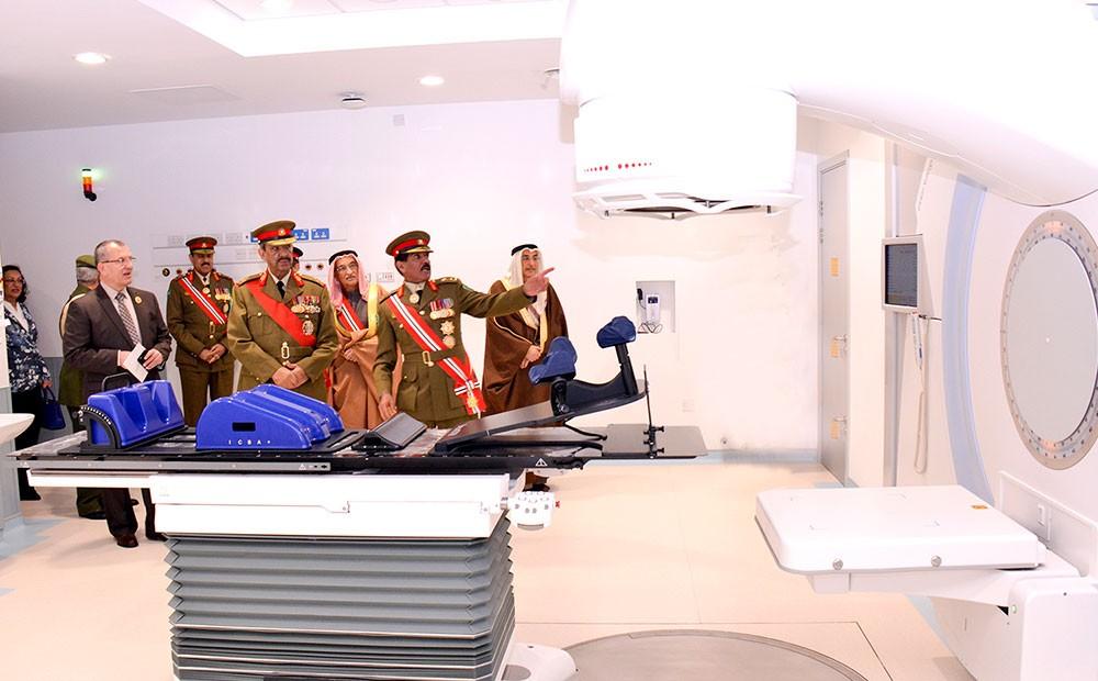 الملك ينيب القائد العام لقوة دفاع البحرين لافتتاح مركز البحرين للأورام