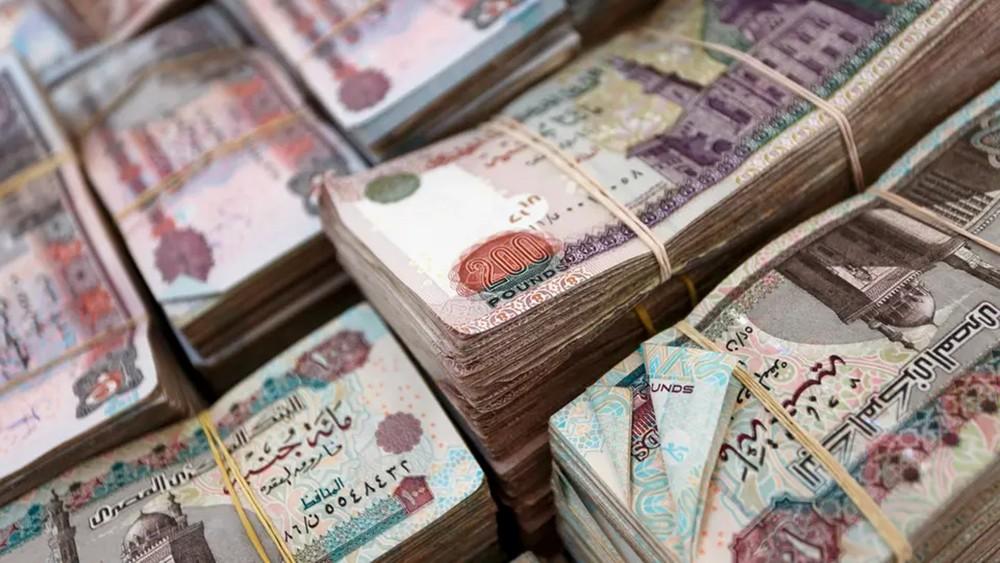 مصر تفرض الدفع الإلكتروني للمستحقات فوق 500 جنيه