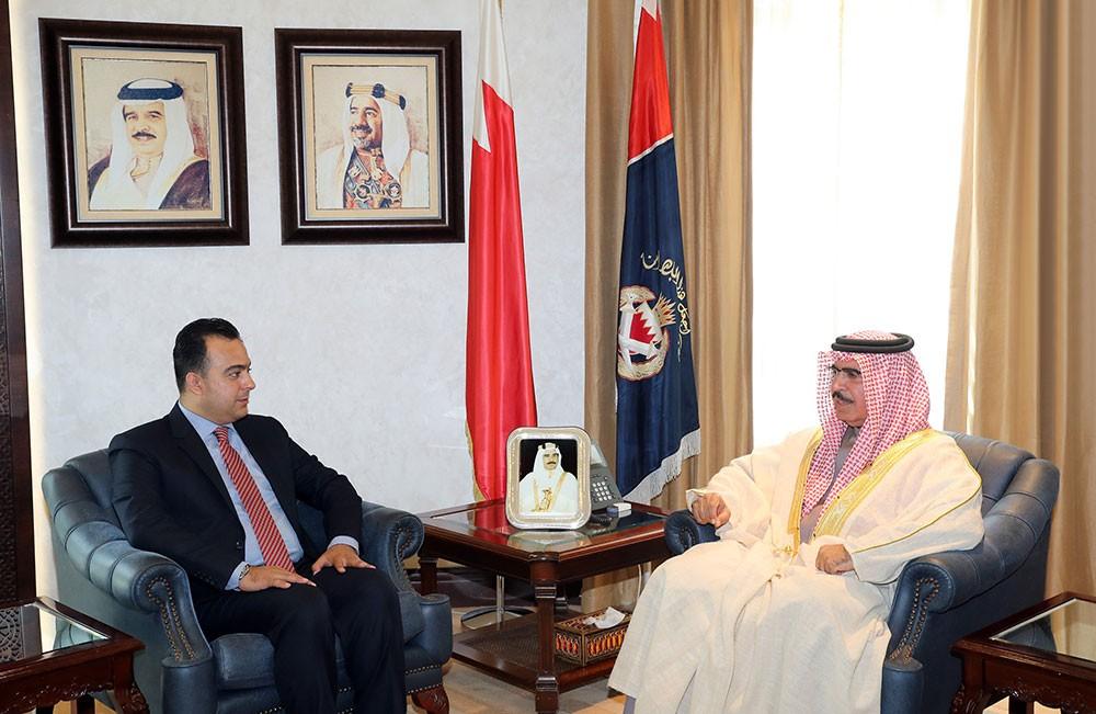 معالي وزير الداخلية يستقبل علي العرادي عضو مجلس الشورى