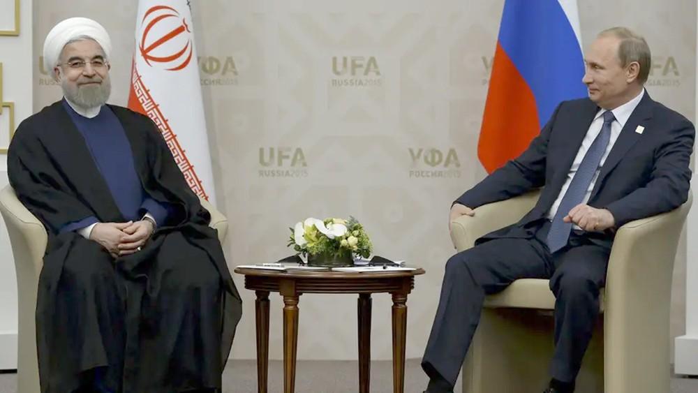 صراع روسي إيراني على تجنيد السوريين.. مساعدات ومكافآت