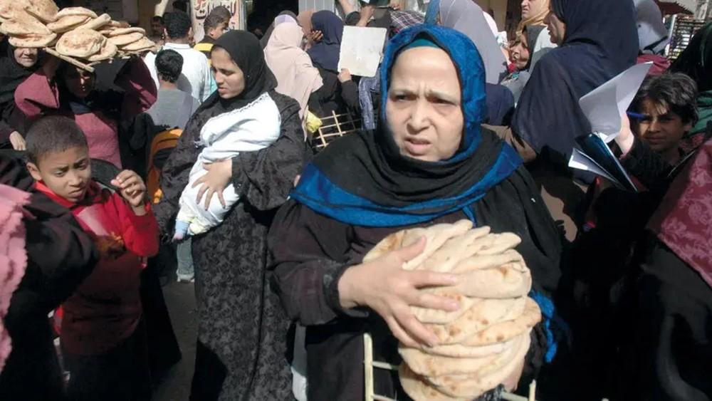 كيف يرى صندوق النقد تداعيات الإصلاح على فقراء مصر؟