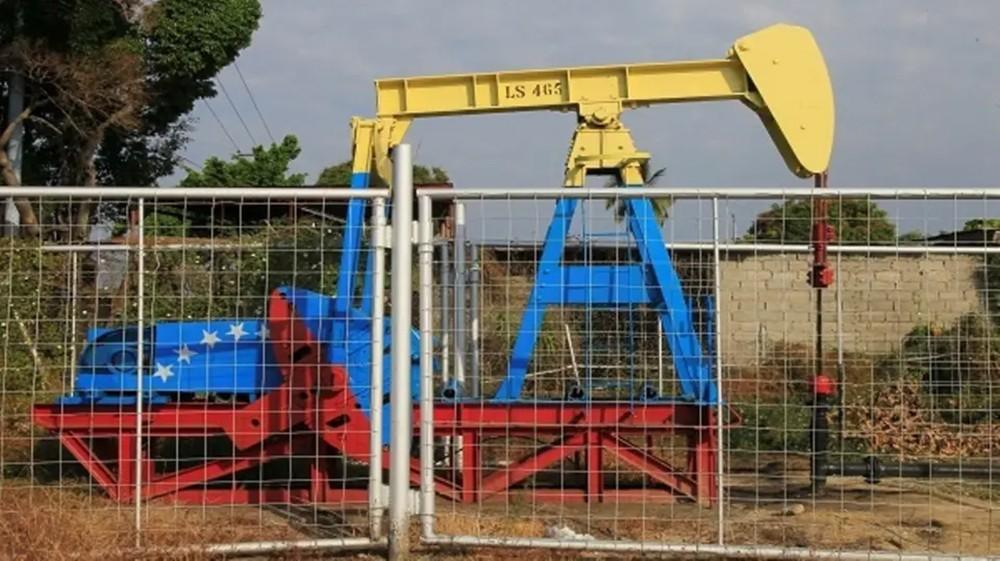 فنزويلا تتلكأ على العقوبات وتحول عائدات النفط لبنك روسي