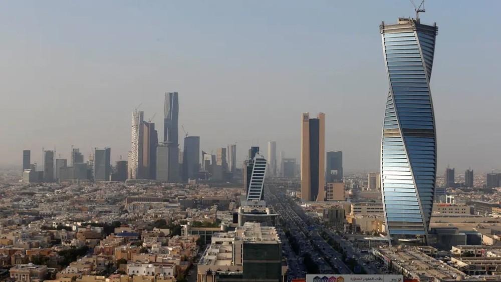 السعودية: 11.5 مليار ريال للمساعدة بدفع رسوم الوافدين