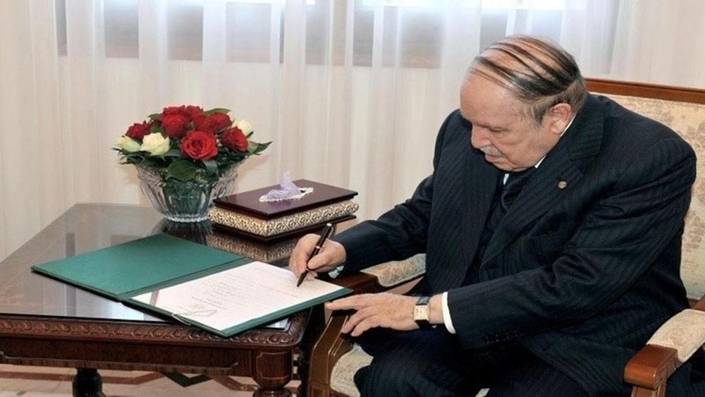 الجزائر.. بوتفليقة يعلن ترشحه رسمياً لولاية خامسة