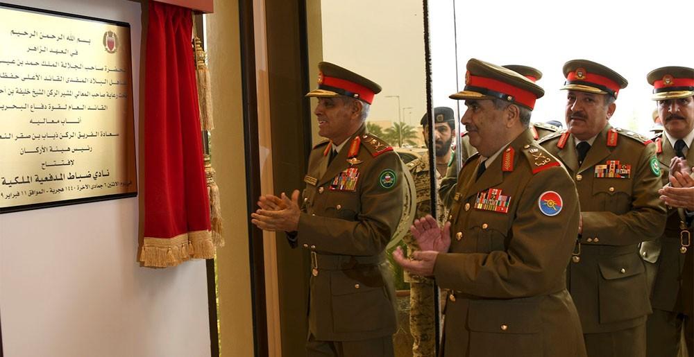 رئيس هيئة الأركان يفتتح نادي ضباط المدفعية الملكية
