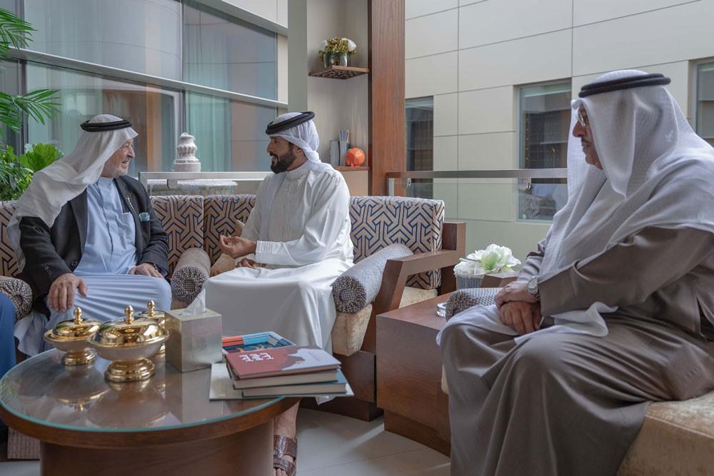 ناصر بن حمد يستقبل وفد شركة انفوناس السعودية