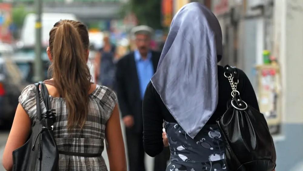 3 فتيات سوريات يتعرضن لاعتداء في برلين.. والشرطة تحقق