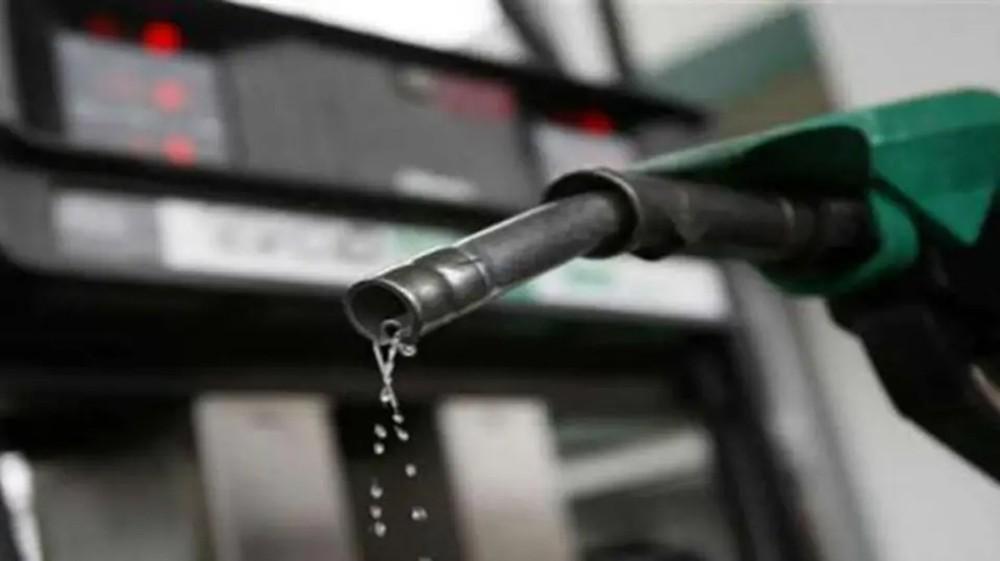 تخفيضات أوبك ومخاوف التجارة توازن أسعار النفط