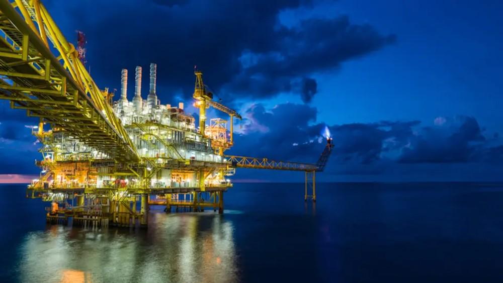 أرامكو وسوميد توقعان اتفاقين لتخزين المواد البترولية