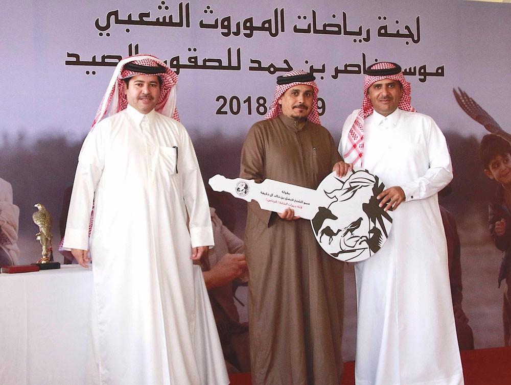 المري يتوج الفائزين بكأسي فيصل وعبدالله بن خالد للصقور