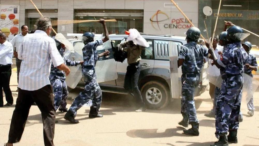 """السودان.. اعتقال قيادات من المعارضة خلال """"موكب الرحيل"""""""