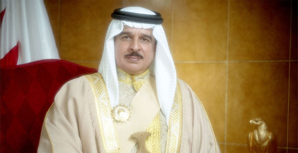 الملك يترأس وفد البحرين إلى أعمال القمة العربية الأوربية الأولى