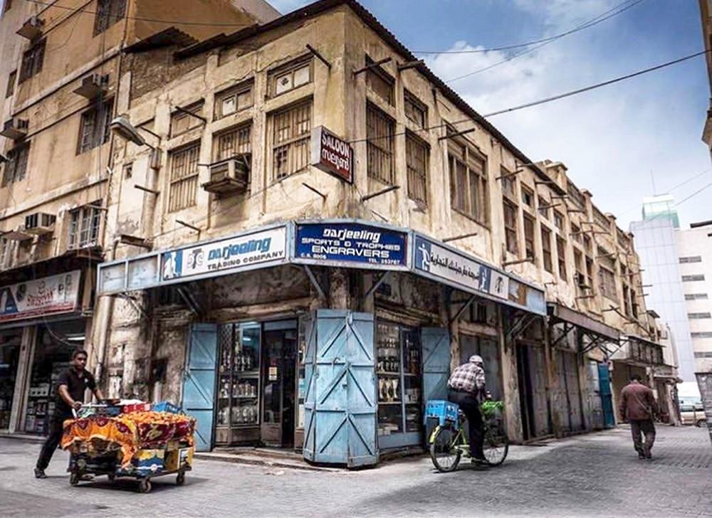 """الى الهدم.. محل دارجلينك في المنامة.. أول من أدخل """"الكيرم"""" للبحرين"""