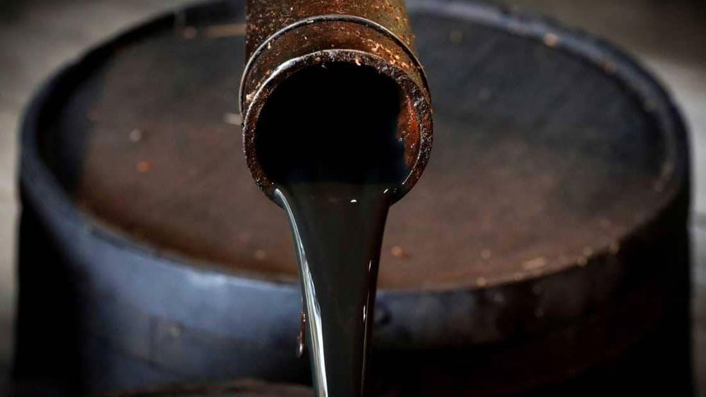 النفط يرتفع مع انخفاض مخزونات الخام الأميركي