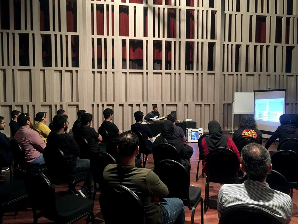 خلال ورشة عملٍ تعليمية... المشاركون يتعرّفون على مبادئ الإنتاج الموسيقي