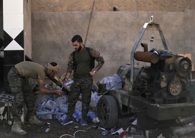 معركة الباغوز.. استسلام 150 داعشياً شرق سوريا