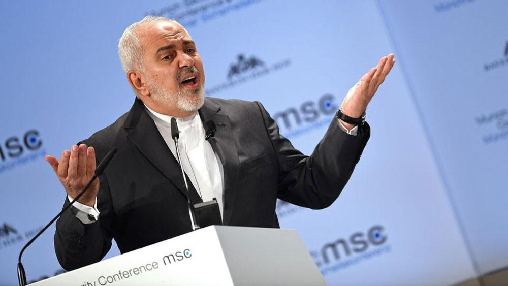 إيران: ظريف استقال لعدم إبلاغه بزيارة الأسد