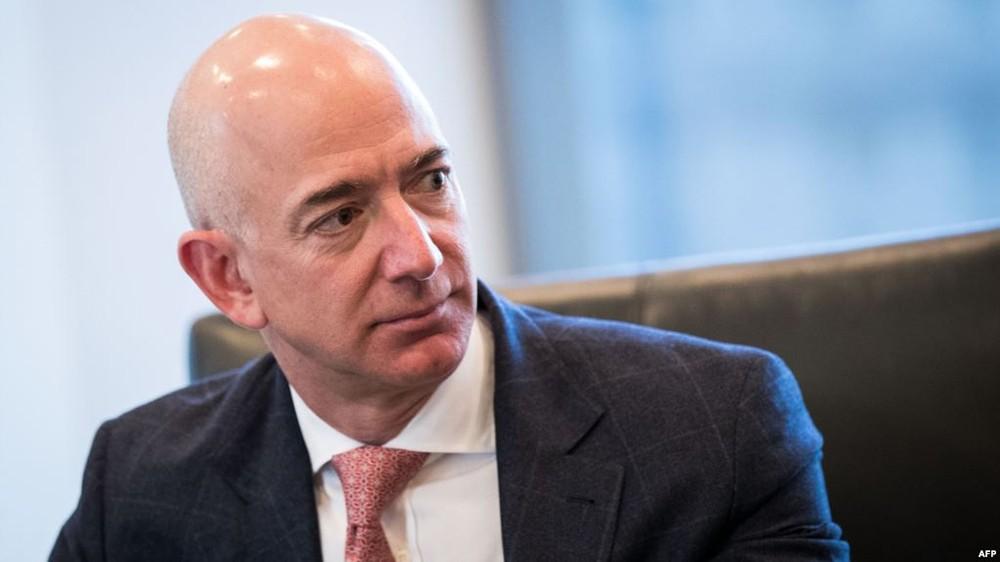 مؤسس أمازون يتربع على عرش الأغنى عالميا بثروة طائلة