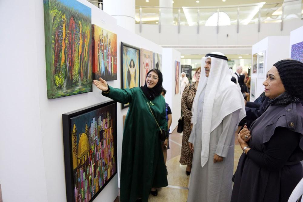 محافظ العاصمة يفتتح معرض تقاطعات للفنون التشكيلية