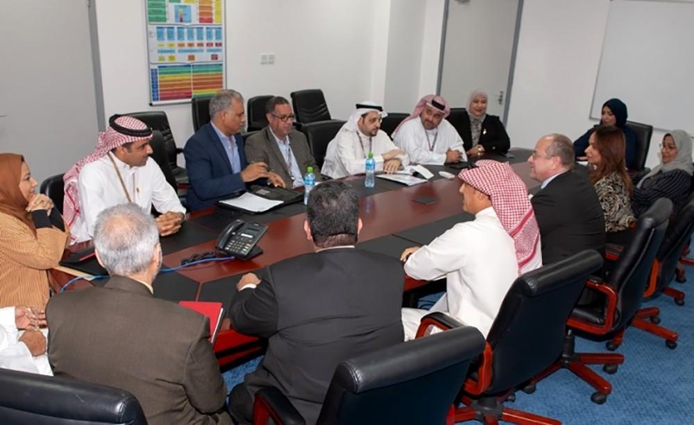 لجنة المفاوضات بطيران الخليج تعقد اجتماعا مع نقاباتها الثلاث