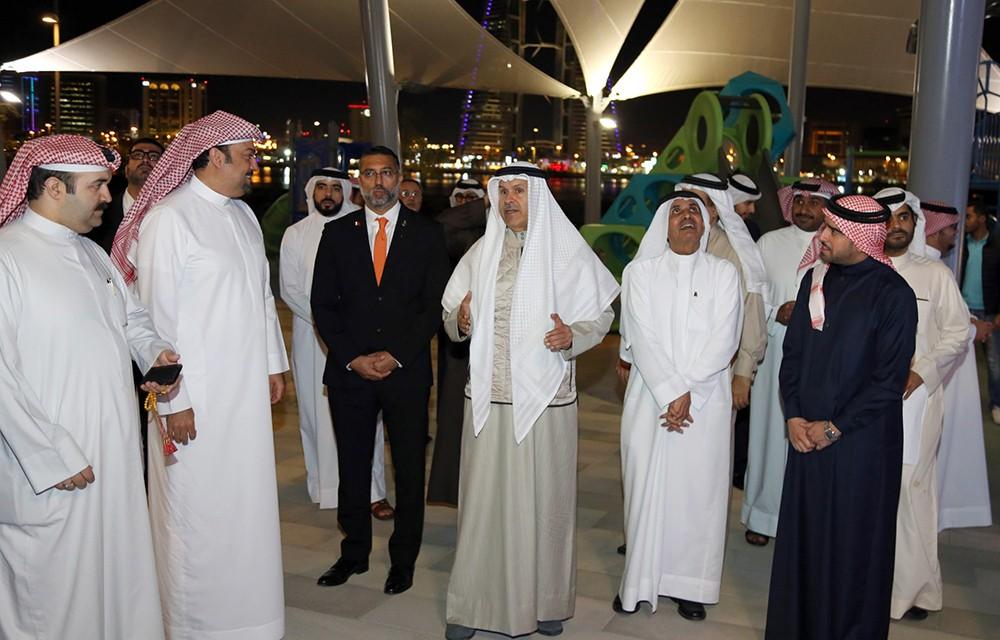 """محافظ """"العاصمة"""" يطلع على """"ذا بارك"""" و""""ذا وارف"""" في خليج البحرين"""