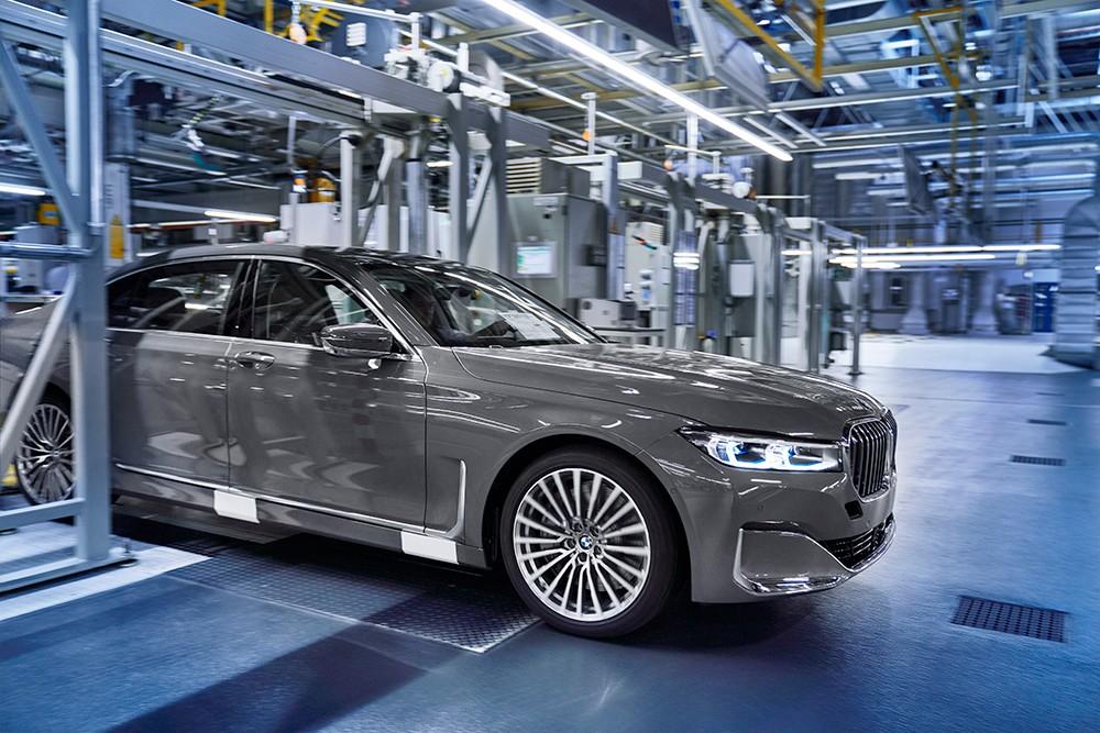 الطراز الجديد من BMW الفئة السابعة صالون يدخل مرحلة الإنتاج
