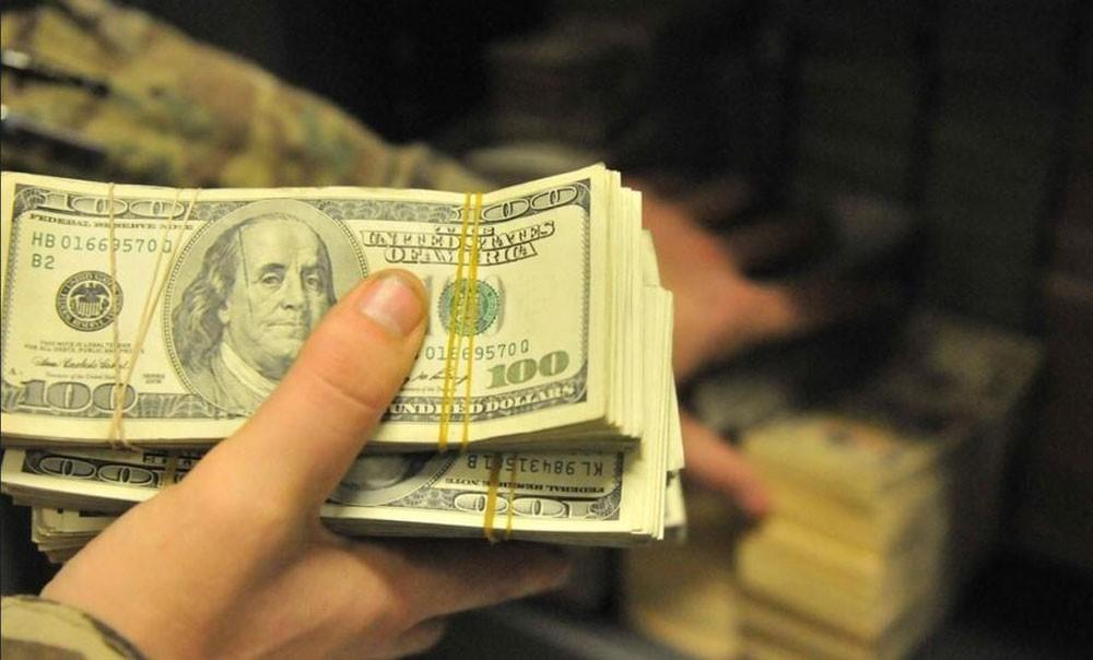 الدولار يتعافى مع عودة التوتر حيال خروج بريطانيا