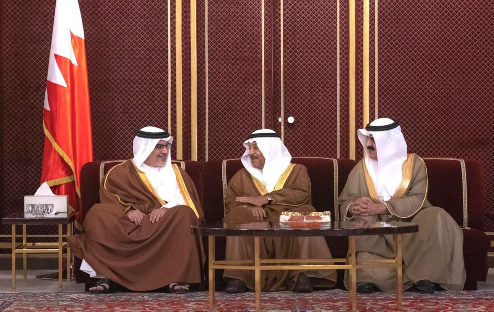 نائب جلالة الملك يرحب برواد مجلسه الأسبوعي