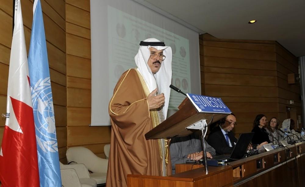 وزير التربية والتعليم يقدم عرضاً عن تاريخ التعليم في البحرين