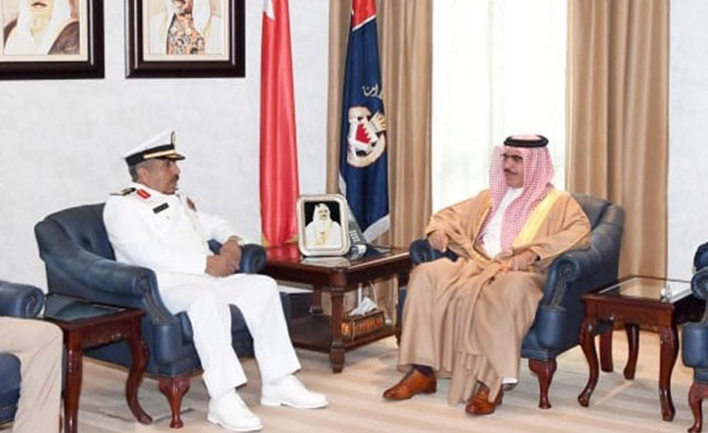وزير الداخلية يبحث تعزيز التعاون في مجال الأمن والسلامة البحرية