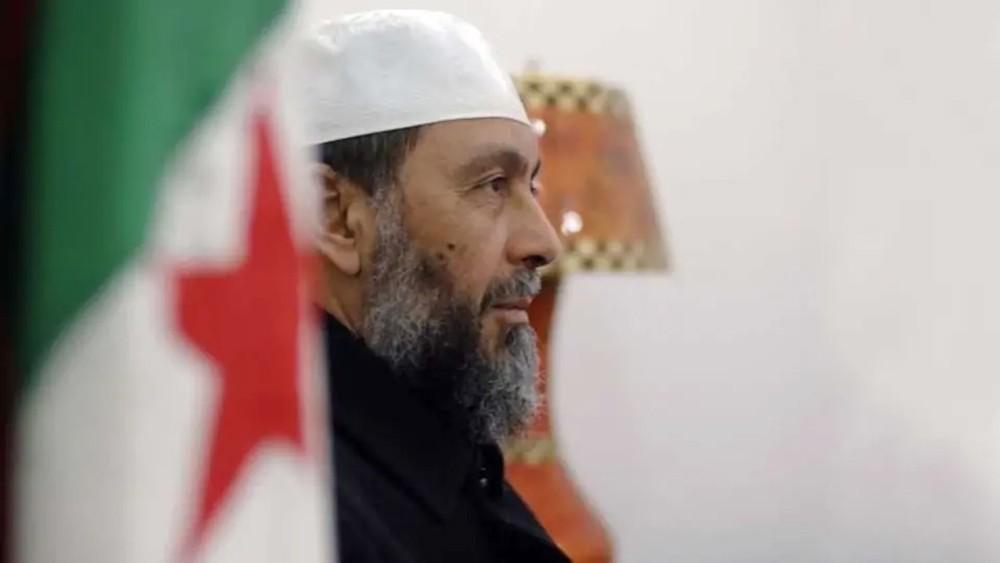 """من هو """"رأس الإخوان"""" بالجزائر الذي طرده المتظاهرون"""