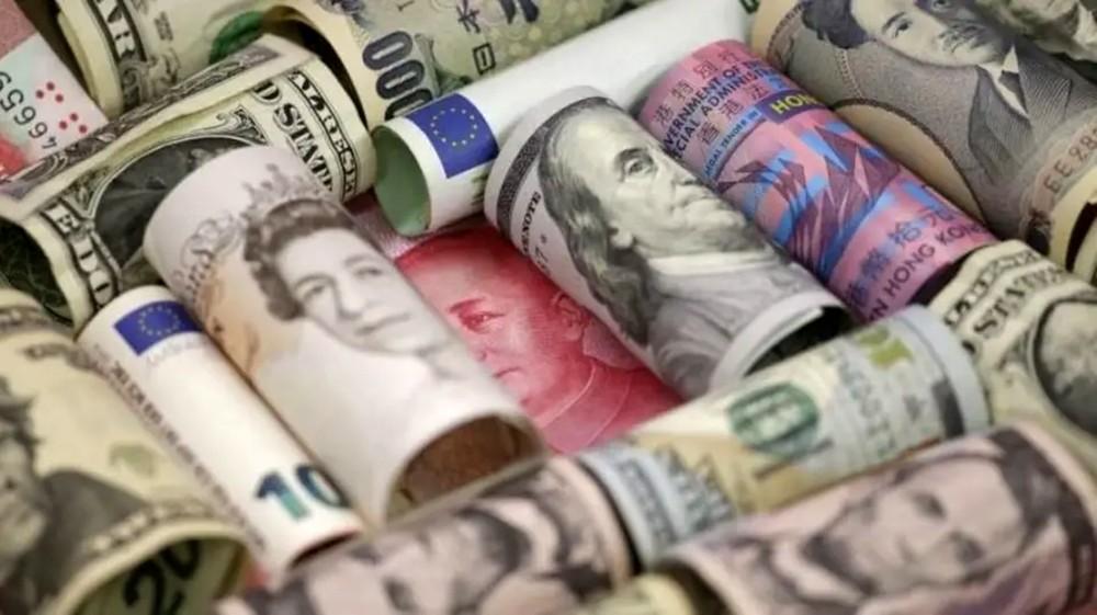 أكبر خسارة أسبوعية للدولار بـ 2019.. والإسترليني يتراجع